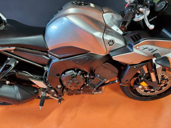 2011 YAMAHA FZ1 LIKE NEW!!! – $5450 (Miami)