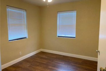 $1400 / 2br – Nice two bedroom duplex. Close to park and local shops and stores. Ea (hallandale)