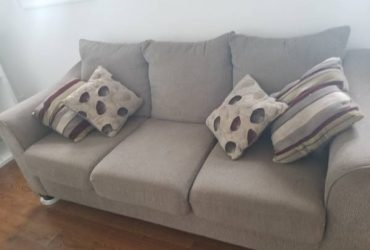 Couch/sofa in Jersey City! Come pick-up today! (Jersey City)