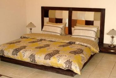Free king size bed set IMiami)