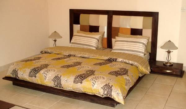Free king size bed set IMiami)