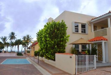 $2000 / 3br – 1500ft2 – Three Bedroom Home Steps From The Beach! (Hollywood Beach)