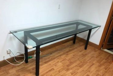 2 Glass tables for free (Hollywood)