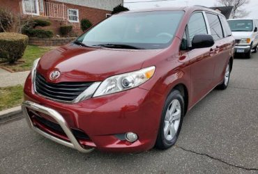 2011 Toyota Sienna LE almost new Clean Title Clean Carfax 91k low mile – $10800
