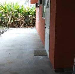 $775 EFFICIENCY BIG COMFORTABLE RENT775. (Hialeah Gardens Florida)