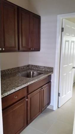 $1095 / 1br -1095MO: 1BED 1BATH 615 NE 8TH AVE #2 FORT LAUDERDALE