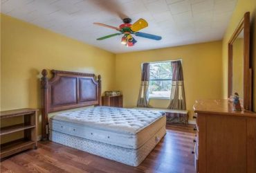 2300ft2 – RENT LOVELY LARGE ROOMS CORNER HOUSE (.Florida)