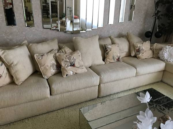 FREE Sofa sectional (Plantation)