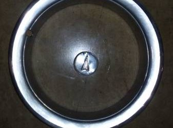 Pontiac wheel Trim rings+Cent – $75 (boca raton)
