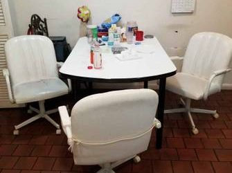 Kitchen Table with 3 chairs (Miami)