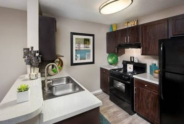 $1050 / 2br – 1045ft2 – Business center with free WiFi, Leash-free bark park, Gourmet kitchens