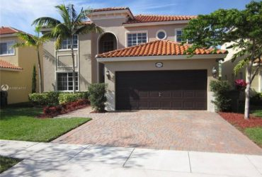 $2250 / 5br – Spectacular townhouse with 2 car garage and community pool °°°°° (1780 NE 35th Ave)