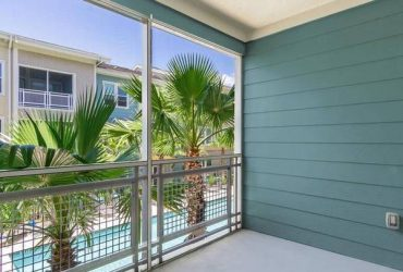 $1675 / 2br – 1205ft2 – Screened-in balcony, Dual bathroom sinks, Wood plank flooring