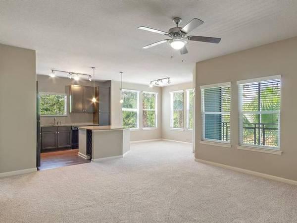 $1400 / 1br – 884ft2 – Dual bathroom sinks, 10 ft ceilings, Energy efficient windows