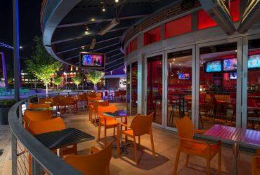 ♔KINGS Dining & Entertainment-Hiring Servers, Bartenders, Cooks, More! (Rosemont, Chicago)