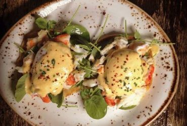 Busy Brunch Spot Looking for Food Runner / Prep Cook (Lake View East)