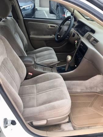 Toyota Camry 2000 – $1750 (Doral)