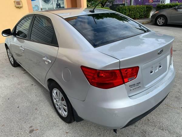 Se vende Kia Forte 2012 impecable – $2900
