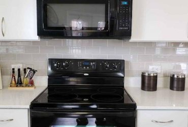 $1204 / 2br – 1092ft2 – Ceiling fans, Private screened patio/balcony, Garden tubs (Downtown Kissimmee, Valencia College, Silver Spurs Arena)