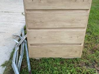 Solid wood dresser (Jax beach)