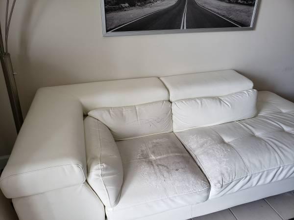 Free couch (Miramar)