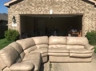 Free Couch/ Sofá Gratis (Hiram Clarke)