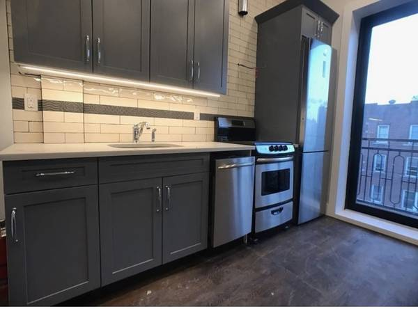 $150 Big room available now (brooklyn)