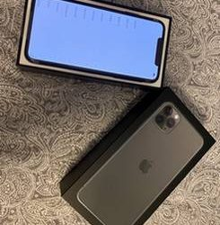 Flawless condition iPhone 11 pro max ******256GB Telephoto Lens, eSIM – $500 (jack~~~~~sonv~~~~ille)