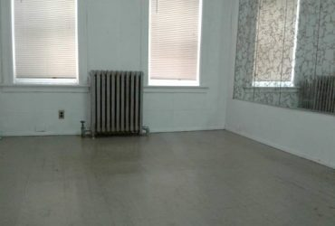$880 LARGE PRIVATE ROOM WITH 2 WINDOWS CLOSE TO SUBWAY BUS IN QUEENS