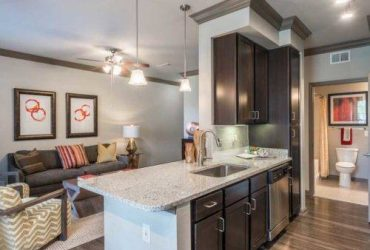 $999 AFFORDABLE LUXURY!!! SPECIALS AVAILABLE!!! (ENERGY CORRIDOR, CITY CENTRE, BRIAR FOREST)