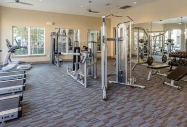 $1214 / 1br – 935ft2 – Private Storage, Covered Parking, Granite Countertops
