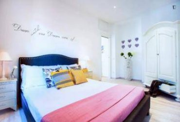 $345 / 685ft2 – Perfect bedroom with all private facilities!