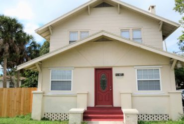 $999 / 2br – 852ft2 – Water Views in this Vintage 2/1.5 townhome style living!! (St. Petersburg)