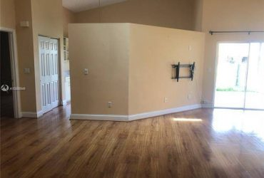 $2500 / 3br – Home for rent in Davie! Home for rent in Shenandoah!! Fabulous 3 bedro