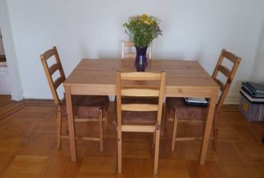 Free kitchen dining table and chairs dinnette set (Bay Ridge)