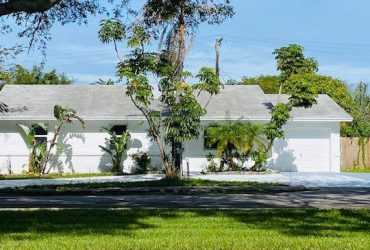 $2900 : Completely remodeled home with Full impact windows and sliders. This… 4 Beds (Boca Raton)