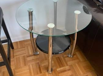 Glass side table (Midtown West)