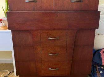 Dresser, bookshelf, vacuum, shaving strop (Flatbush)