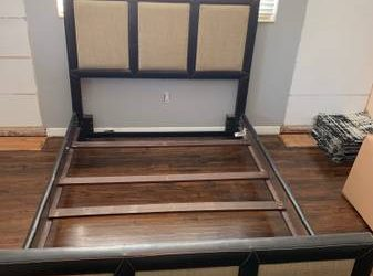 Queen bed frame (South Miami)