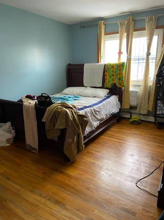$900 room for rent (morris park)