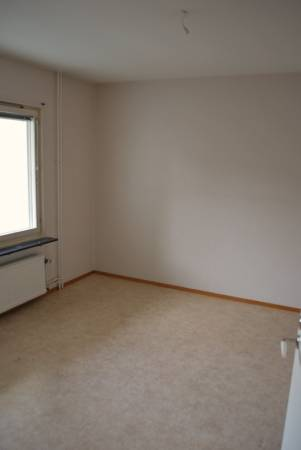 Want to live rent free ?? (FEMALES ONLY) (Bronx)