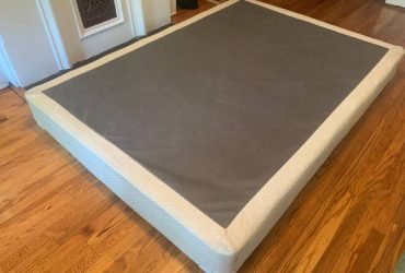 free full-size box spring (Bed-Stuy)