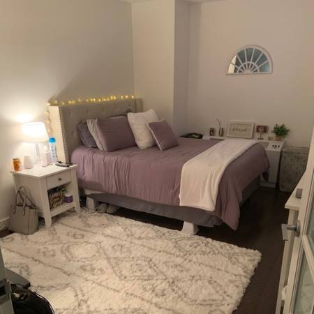 $351 I'd love to live with a friendly roommate!***