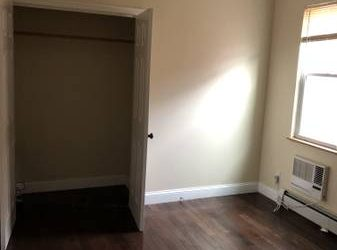 $1000 Large Private ROOM available (bronx)