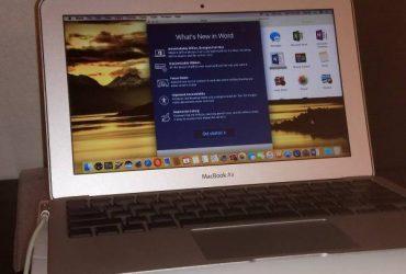 """macbook air i5 12"""" clean – $425 (beaches)"""