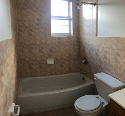 $900 Private Room & Bathroom combo (Bronx / Laconia)