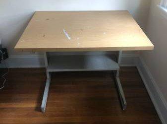 Free computer desk (Pleasantville)