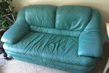 Free teal couch (Tampa, South Seminole Heights)