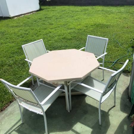 Backyard table set (Orlando)