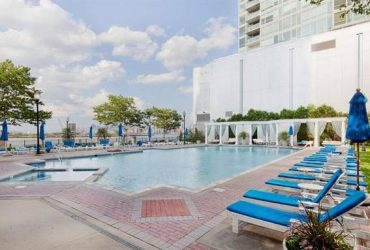 $1650 / 1200ft2 – Luxury JC Condo with Waterfront, Keyed Pool & Green Space (Financial District)